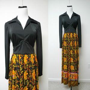 Dresses & Skirts - VTG long sleeve maxi dress . fits S - M